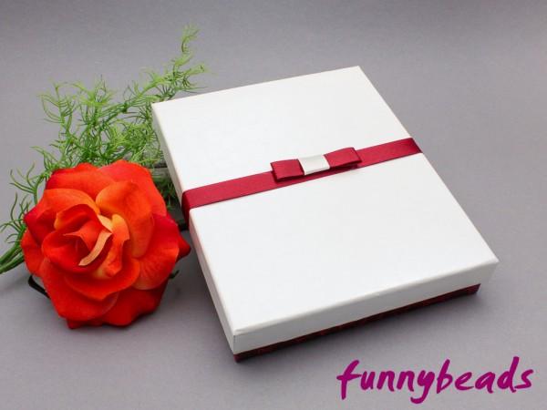 Geschenkbox mit Einlage weiß / bordeaux 13 x 16 cm