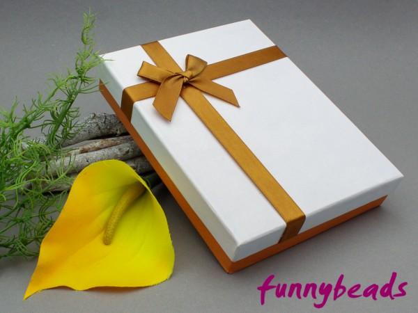 Geschenkbox mit Einlage weiß / hellbraun 12 x 16 cm