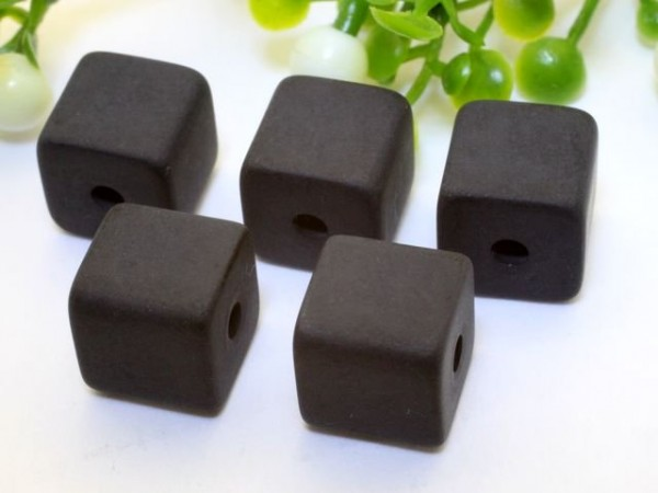 Polarisperle Würfel 4 x 4 mm schwarz