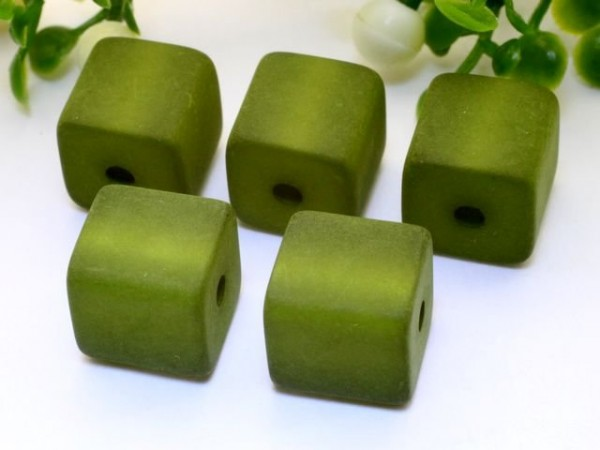 Polarisperle Würfel 4 x 4 mm olivgrün